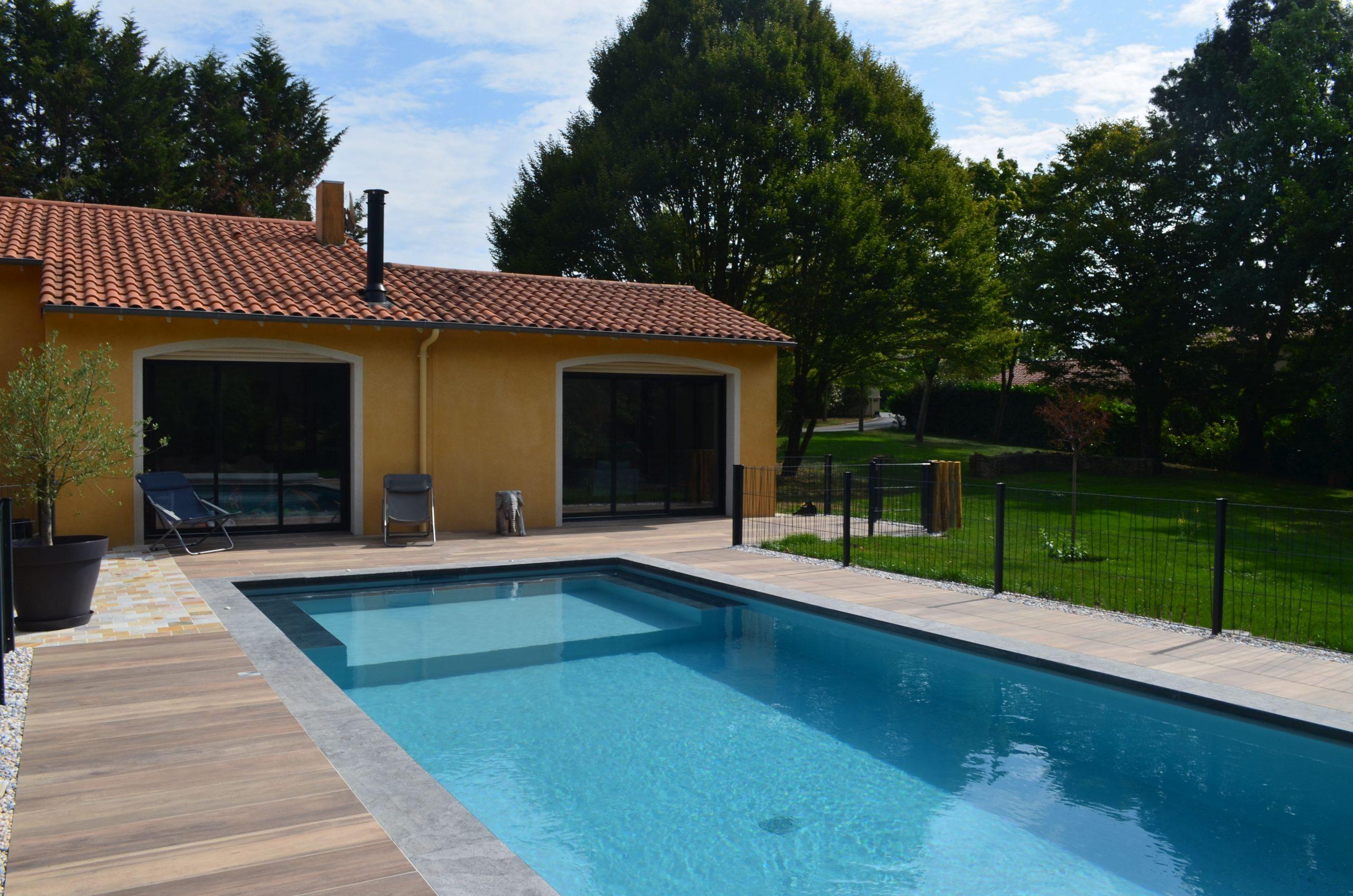 piscine en long bois et beton