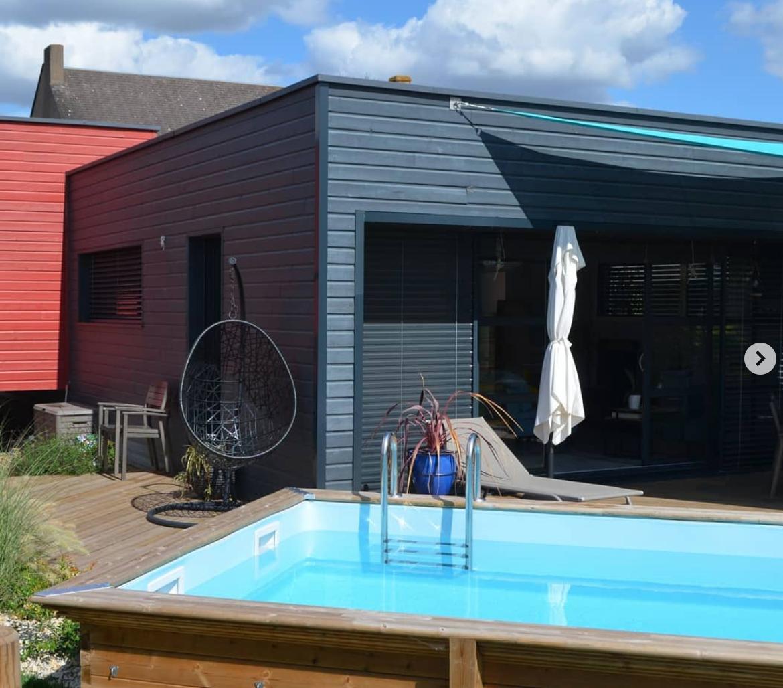 piscine et maison moderne