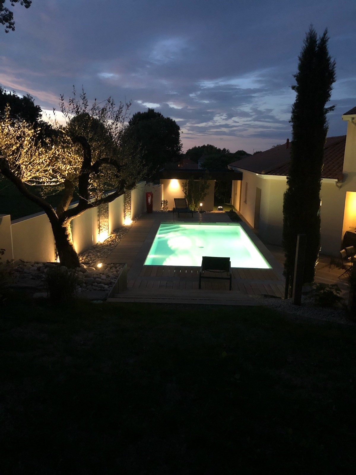 piscine en long de nuit
